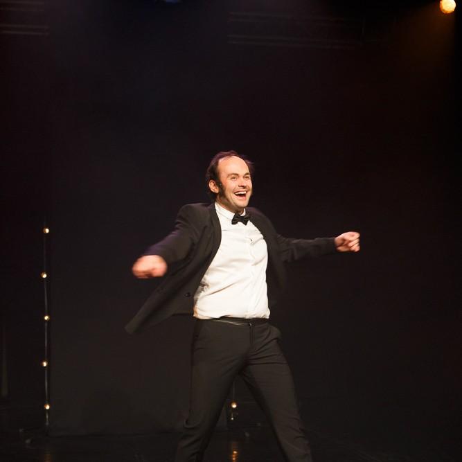 Photos extraites du spectacle : Deviens qui tu es ! © Marylène Eytiers. www.aubondeclic.com