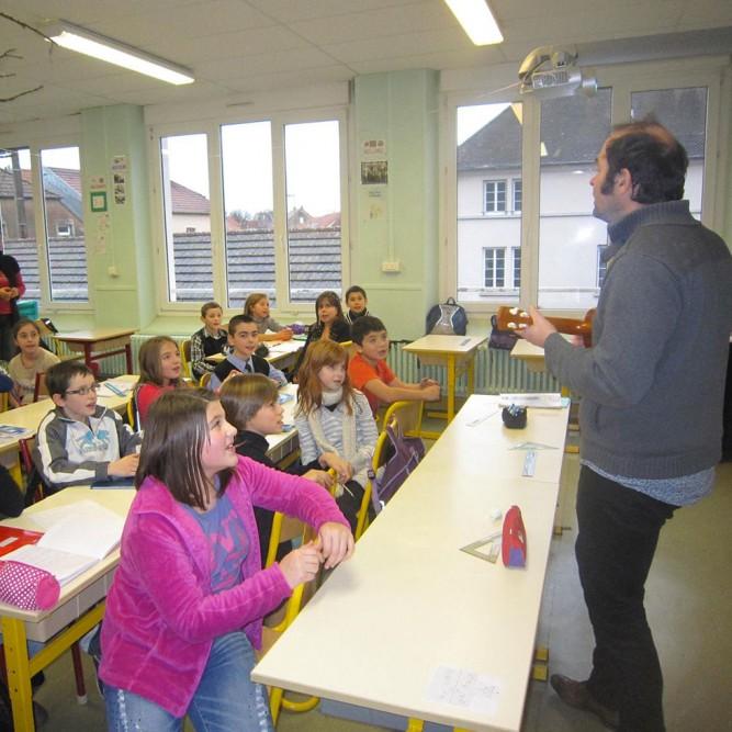 Photos prises lors de l'intervention de Laurent Madiot en Haute Saône (de nov 2013 à juin 2014). Avec l'Addim 70 et le dispositif La Bulle (scène itinérante de Haute Saône) Merci à Caroline Py et Lucie L'Héritier ainsi qu'aux institutrices et enfants des écoles du Triangle Vert.